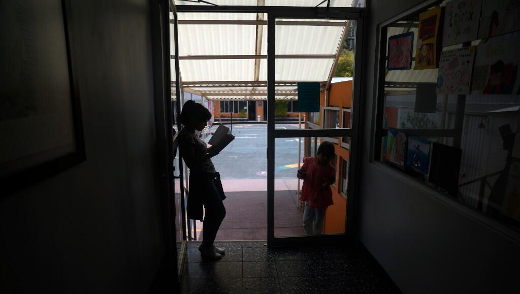 Niñas en una casa de acogida, que aloja a menores que por alguna razón no pueden vivir con sus familias, en Ciudad de México, México, el 11 de mayo de 2020.