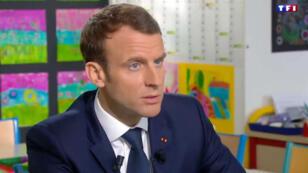Pour la troisième grande interview de son mandat, Emmanuel Macron était reçu par TF1 dans une école rurale de l'Orne.
