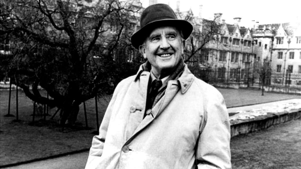 Fotografía del escritor, poeta, filólogo, lingüista, profesor y servidor militar John Ronald Reuel Tolkien.