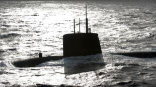 110221-sous-marin-emeraude-m