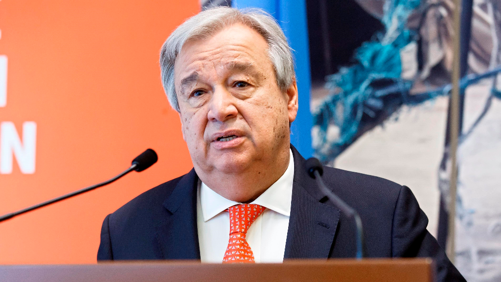 """En la imagen un registro del secretario general de la ONU, António Guterres, presentó este martes su informe """"Responsabilidad compartida, solidaridad global: respondiendo al impacto socio-económico del COVID-19"""""""