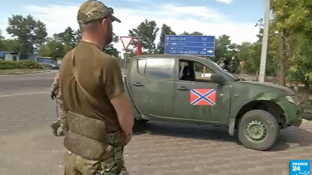 À Novoazovsk, les combattants pro-russes refusent de dire si des troupes russes étaient présentes sur place.