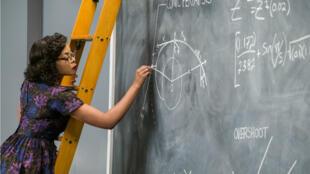 """Héroïne du film """"Les Figures de l'ombre"""", Taraji P. Henson incarne Katherine Johnson, calculatrice de la NASA au début des années 1960."""