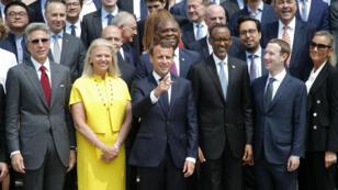 Emmanuel Macron a reçu le président rwandais Paul Kagamé et plusieurs PDG de grands groupes américains, dont Mark Zuckerberg, à l'Élysée