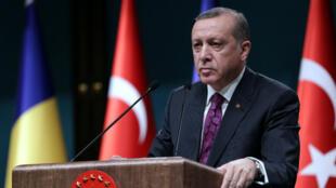 Recep Tayyip Erdogan lors d'une conférence de presse, le 23 mars à Ankara.