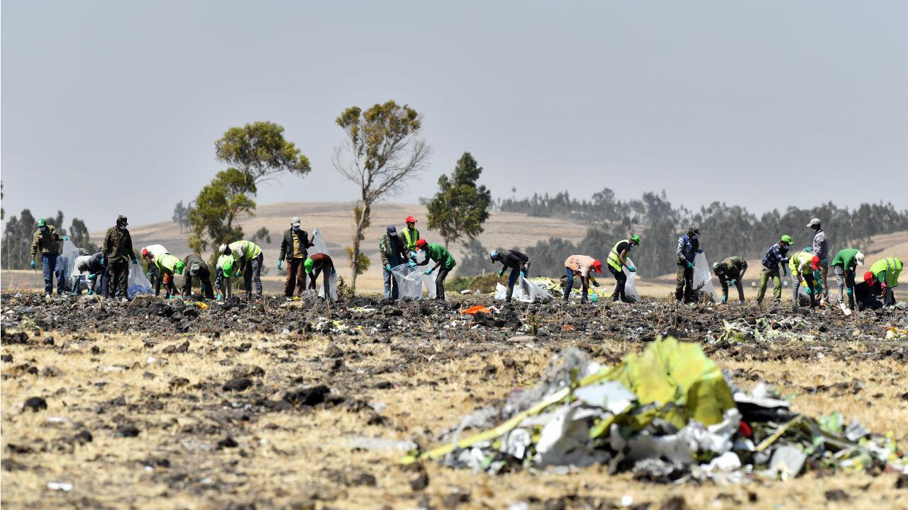 Des équipes de recherche le 13mars sur le site du crash du Boeing 737MAX d'Ethiopian Airlines, qui a fait 157morts.
