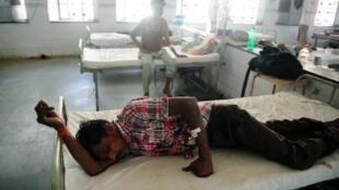 مرضى نتيجة موجة الحر في مستشفى الله أباد الحكومية