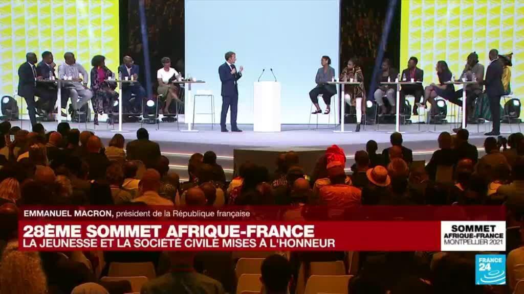2021-10-08 17:00 REPLAY : E. Macron débat avec 11 jeunes du continent à l'occasion du Sommet Afrique-France