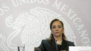 وزيرة الخارجية المكسيكية كلاوديا ماسيو خلال مؤتمر صحافي في مكسيكو 14 أيلول/سبتمبر 2014