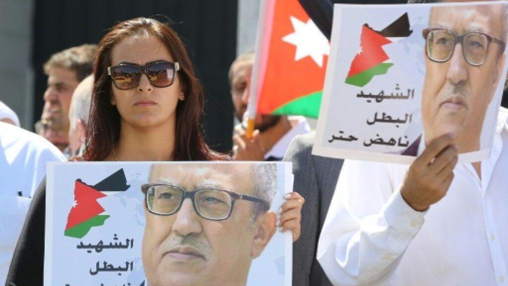 متظاهرون أمام مقر رئاسة الحكومة في عمان