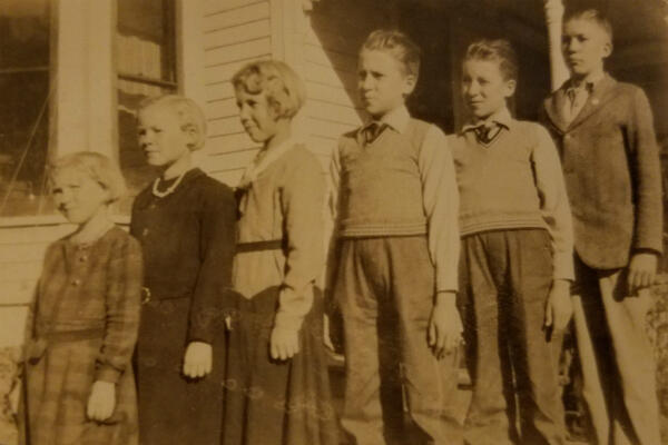 The six children of Pieper family. Louie and Julius are second and third from the right.