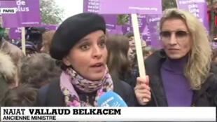 L'ancienne ministre Najat Vallaud-Belkacem et l'actrice Alexandra Lamy, lors de la manifestation contre les violences sexistes et sexuelles, à Paris le 23 novembre 2019.