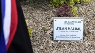 Un arbre planté à Sainte-Geneviève-des-Bois (Essonne), là où avait été retrouvé Ilan Halimi, a été scié.
