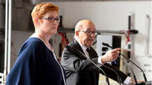 Le ministre de la Défense Jean-Yves Le Drian et son homologue australienne Marise Payne ont assisté à la signature du contrat de 34 milliards d'euros.