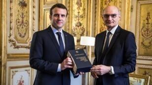 Le président français Emmanuel Macron reçoit à l'Élysée le Premier président de la Cour des comptes, Didier Migaud, le 4 février 2019.