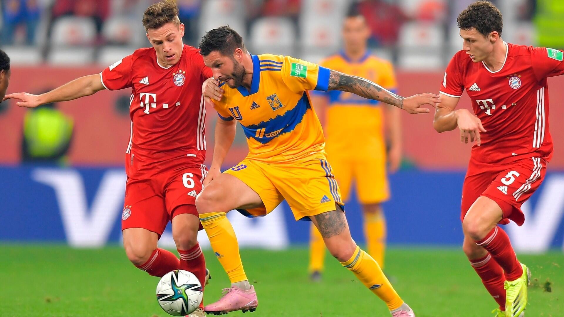 André-Pierre Gignac, estrella y capitán de Tigres, pelea por una pelota en la final del Mundial de Clubes ante el Bayern de Múnich en Doha, Qatar. 11 de febrero de 2021.
