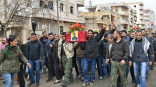 Funérailles d'un combattant kurde dans la ville d'Afrin, la cible d'une offensive turque depuis six jours.