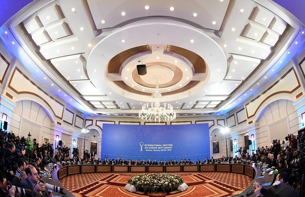 وفدا النظام والفصائل المعارضة ووفود الدول الراعية في افتتاح مباحثات أستانة في 23 ك2/يناير 2017