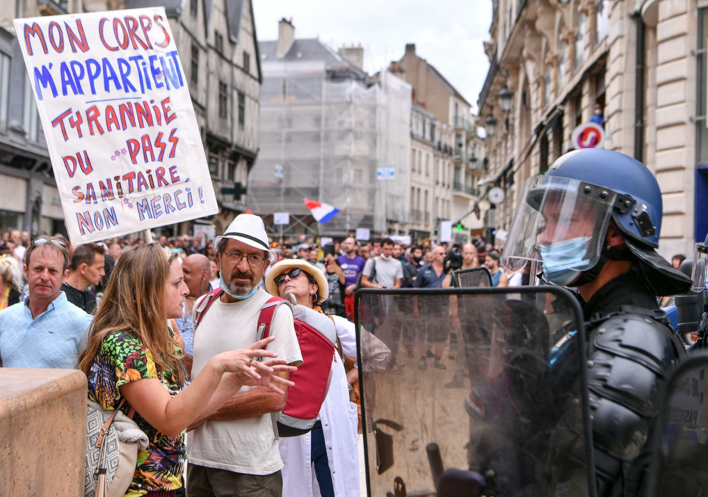 French health pass protest