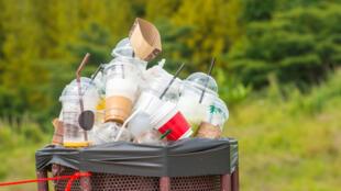 Según la ONU, 13 millones de toneladas de plástico terminan en el océano cada año.