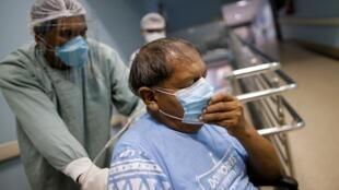Yawalapiti chief Aritana, suffering from the coronavirus disease (COVID-19), arrives at Sao Francisco de Assis hospital after being transferred from Canarana to Goiania, amid the coronavirus disease (COVID-19) outbreak, in Goiania, Brazil, July 22, 2020.