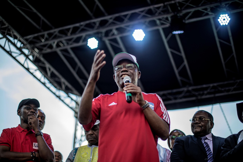 Maurice Kamto, chef du parti d'opposition camerounais, le Mouvement pour la renaissance du Cameroun (MRC), s'adresse à ses partisans lors d'un rassemblement à Yaoundé le 30 septembre 2018.