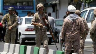 قوات الأمن الإيرانية في شوارع طهران عقب الاعتداءات في 7 حزيران/يونيو 2017