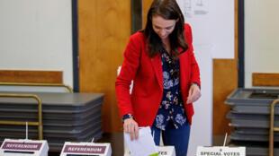 JAcinda Ardern voting