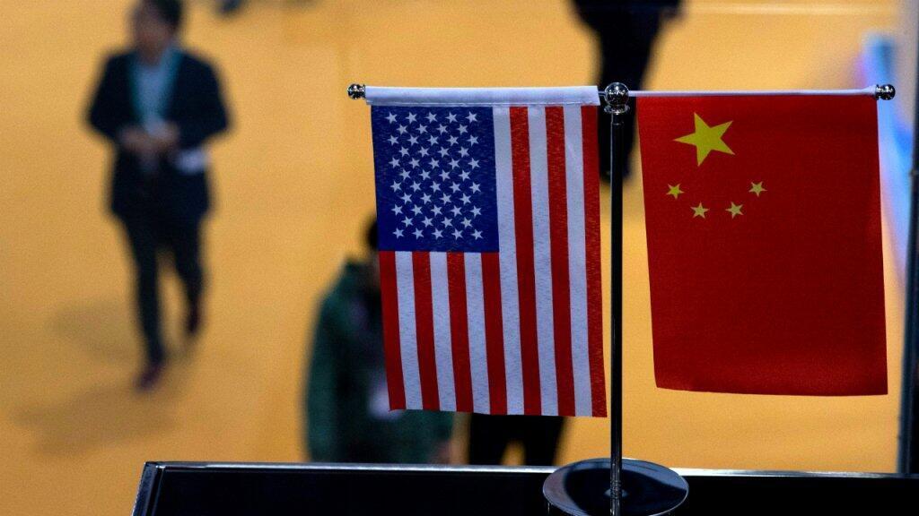 علما الولايات المتحدة والصين في قاعة المعرض الدولي للتصدير والاستيراد بمدينة شنغهاي الصينية 6 نوفمبر/تشرين الثاني 2018