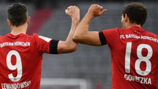Leon Goretzka (R) celebrates scoring the opening goal with Bayern Munich striker Robert Lewandowski.