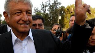 """""""Ensemble, nous ferons l'histoire"""" promet la coalition dirigée par Andres Manuel Lopez Obrador, dit Amlo."""