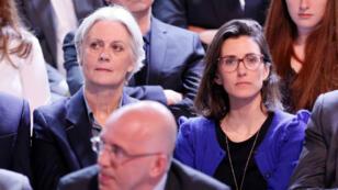 """Penelope Fillon et sa fille, Marie, le 23 mars 2017 dans le public de """"L'Émission politique""""."""