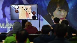Alphago, la machine de Google a remporté la première manche de son match de go contre le champion du monde.