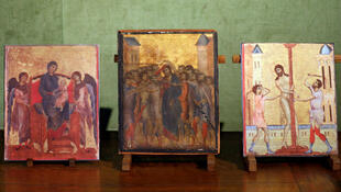 The newly found panel is displayed alongside copies of the two Cimabue paintings believed to be part of the same diptych.