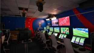 Sala de operaciones del VAR en el Centro Internacional de Transmisiones en Rusia.