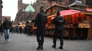 سوق ستراسبورغ لعيد الميلاد يعيد فتح أبوابه في ظل إجراءات أمنية مشددة. الجمعة 14 ديسمبر 2018