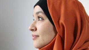 """Hanane Charrihi veut lancer un """"appel à la tolérance"""" à travers son livre """"Ma mère patrie""""."""