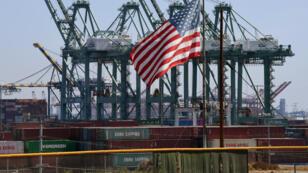 De containers chinois au port de Long Beach, dans le comté de Los Angeles, le 29 septembre 2018.
