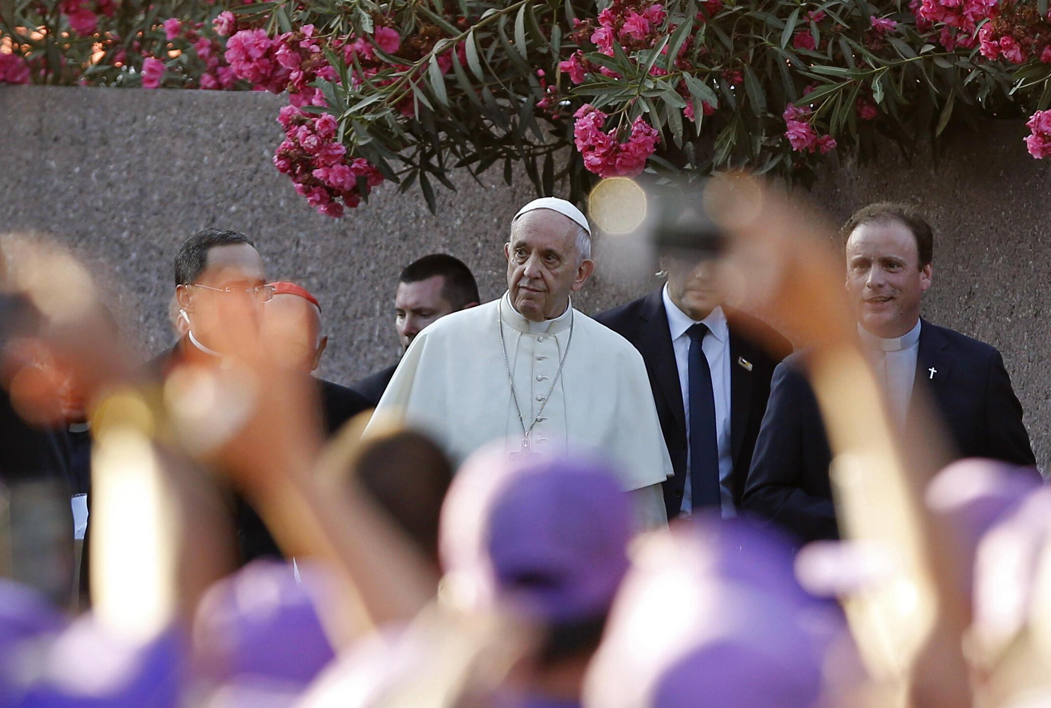 البابا فرنسيس في زيارة لقبر الأب هورتادو في العاصمة التشيلية سنتياغو