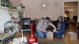 Ahmed Alrais et sa femme dans leur maison de la banlieue de Chicago