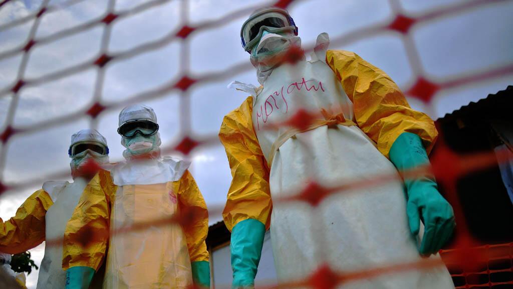 تسبب انتشار الوباء بوفاة آلاف الأشخاص وأدى إلى انكماش اقتصادي كبير