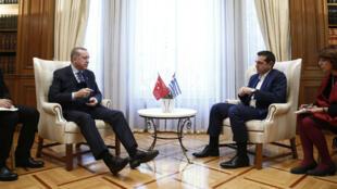 Le président turc Recep Tayyip Erdogan (gauche) et le Premier ministre grec Alexis Tsipras, le 7 décembre 2017 à Athènes.