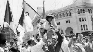 الاحتفال باستقلال الجزائر عن فرنسا في 5 يوليو/تموز 1962