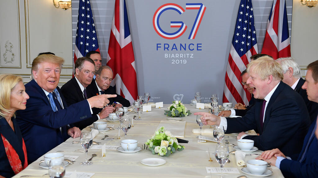"Au G7, Donald Trump promet à Boris Johnson ""un très grand accord commercial"" après le Brexit"