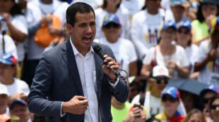 Le chef de l'opposition vénézuélienne Juan Guaido lors d'un meeting à Caracas, le 27 avril.