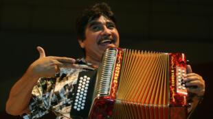 El músico mexicano Celso Pina actúa durante el Festival Internacional de Santa Lucía en Monterrey, norte de México, 21 de septiembre de 2008.