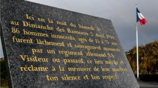 Plaque commémorative du massacre d'Ascq dans le nord de la France.