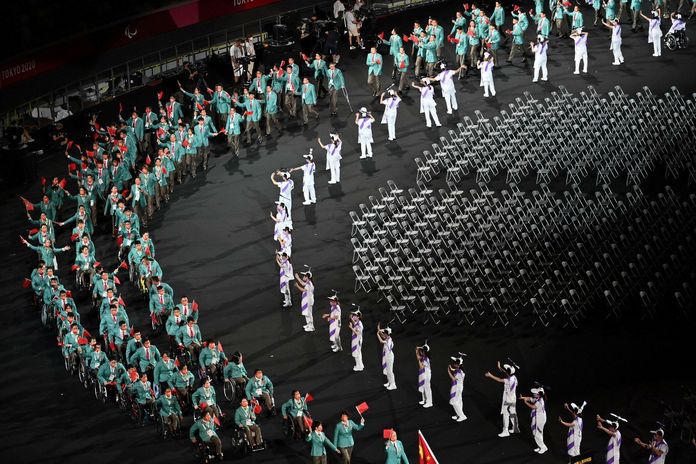 El equipo chino durante la apertura de los Juegos Paralímpicos en Tokio, Japón, el 24 de agosto de 2021