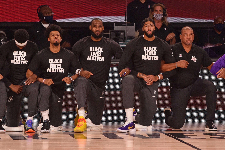 Les joueurs de la NBA ont accepté d'entrer dans la bulle à condition de pouvoir l'utiliser comme plate-forme pour protester contre l'injustice raciale.
