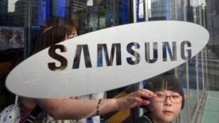 """Deux ONG dénoncent des """"violations de droits fondamentaux"""" dans des usines chinoises de Samsung."""